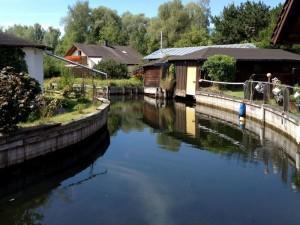 Das Ferienhaus ist durch den idyllischen Wasserkanal mit dem Starnberger See verbunden